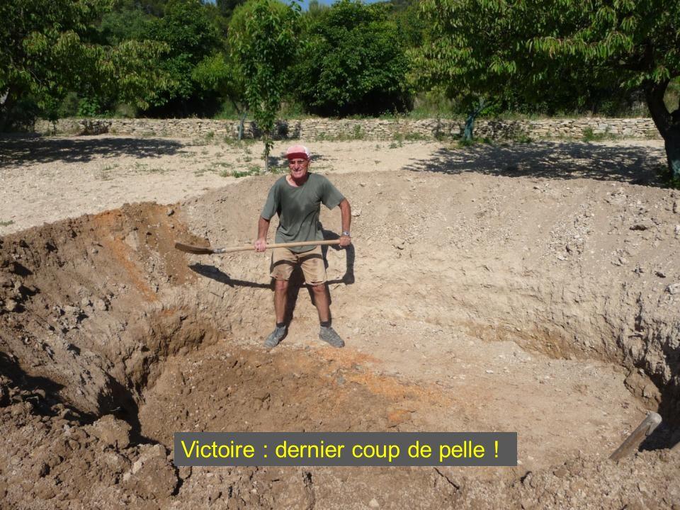 Comme une couturière, je fignole le trou : je creuse et je recreuse !