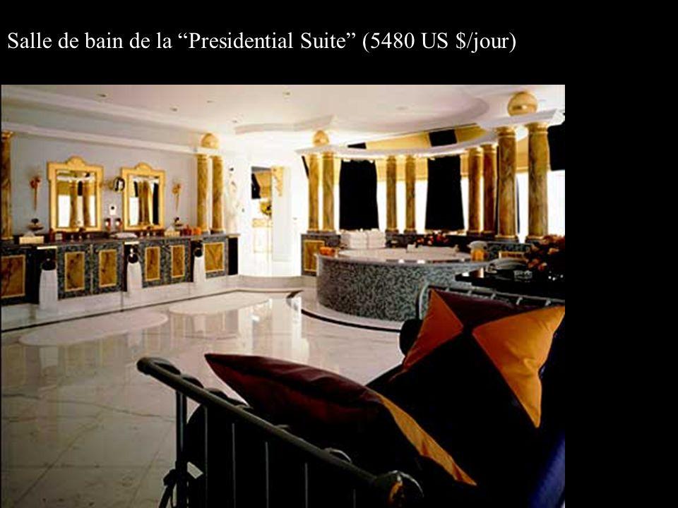 Salle de bain de la Presidential Suite (5480 US $/jour)