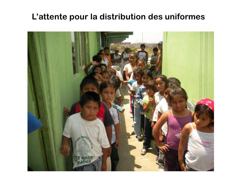 Lattente pour la distribution des uniformes