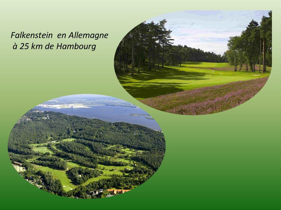 Saint Andrews en Ecosse le plus célèbre golf mondial à 90 km. d Edimbourg