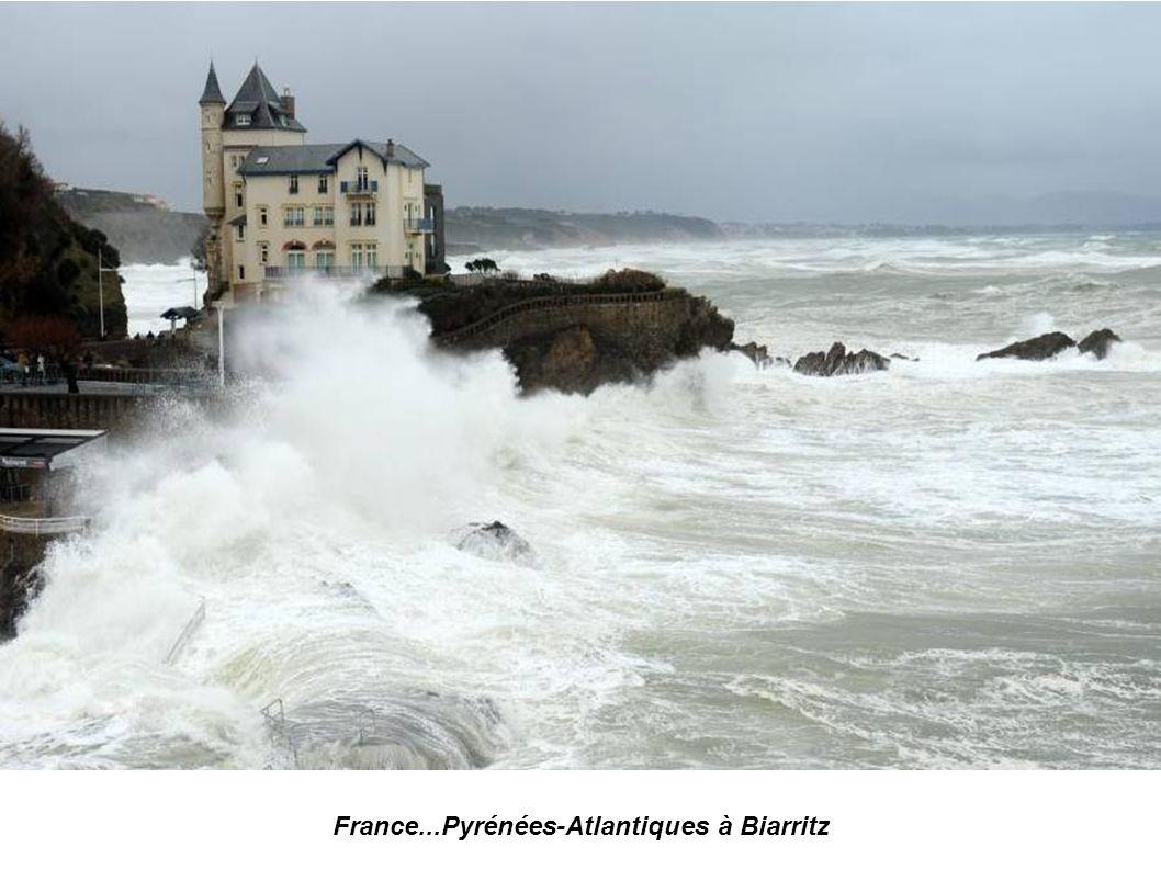 France...Pyrénées-Atlantiques...à Biarritz...le Rocher de la Vierge photo AFP Gaizka Iroz