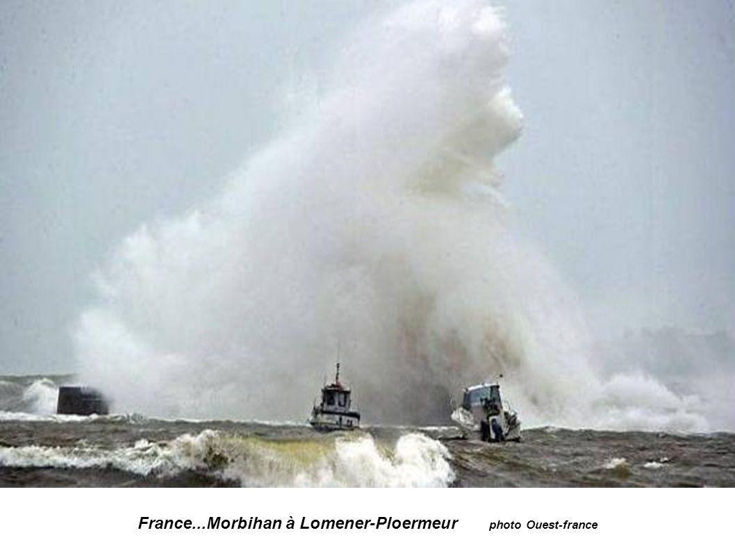 France...Finistère...Vague sur la digue d Esquibien photo Mal Langsdon
