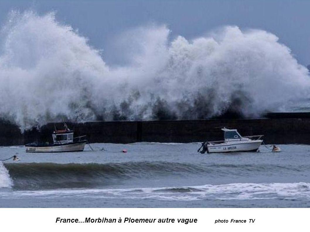 France...Morbihan à Ploemeur photo Thomas Deregnieux 23ans surfeur