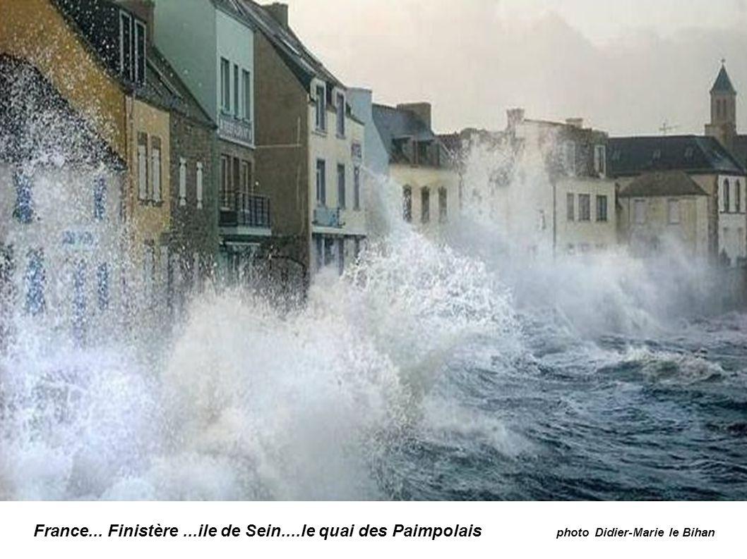 France...Morbihan à Ploemeur autre vague photo France TV