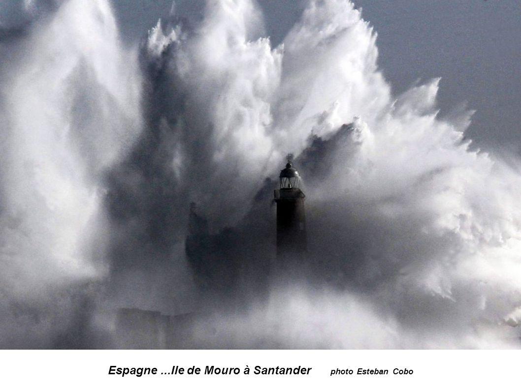 Espagne... Entrée de la Baie de Santander photo Estéban Cobo
