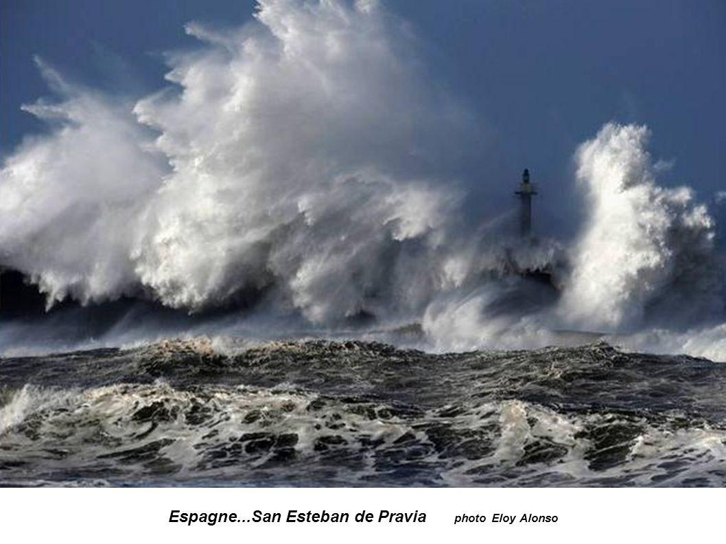 Espagne...Ile de Mouro à Santander photo Esteban Cobo