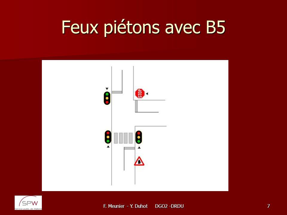 F. Meunier - Y. Duhot DGO2 -DRDU108 Piste cyclable dans un carrefour