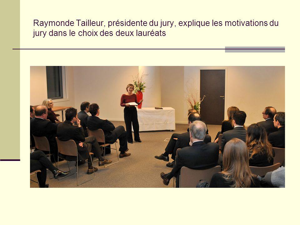 Raymonde Tailleur, présidente du jury, explique les motivations du jury dans le choix des deux lauréats