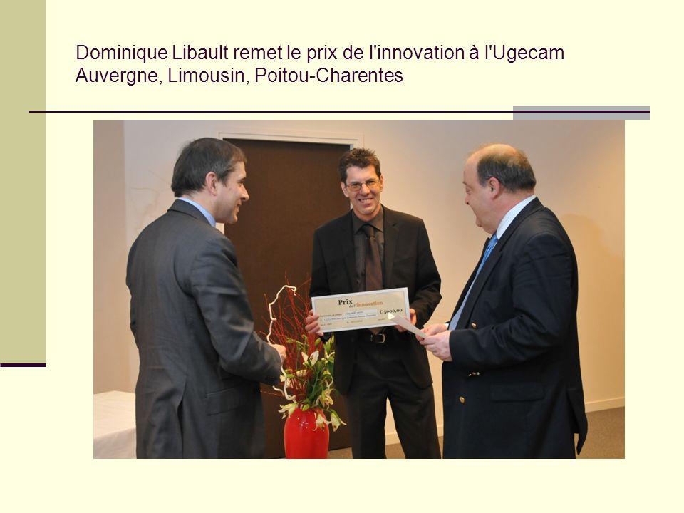 Dominique Libault remet le prix de l'innovation à l'Ugecam Auvergne, Limousin, Poitou-Charentes