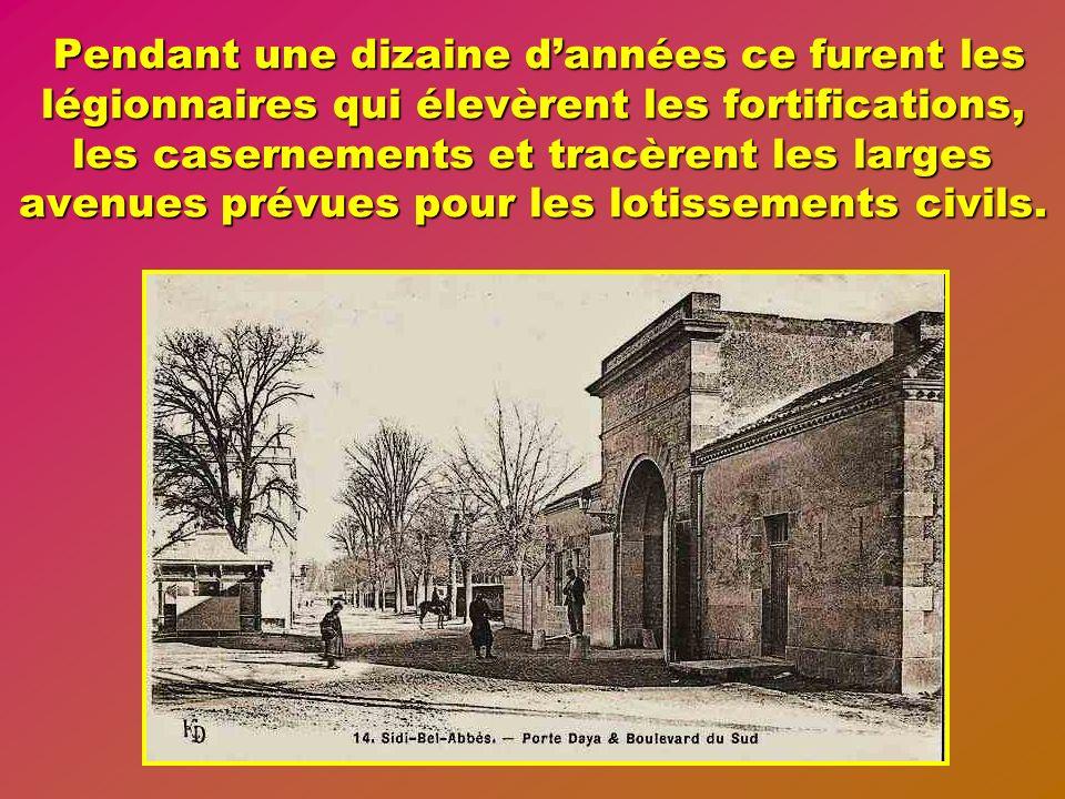 Ce projet durbanisme prévoyait en dehors des installations militaires et fortifications un plan en damier avec de grandes avenues des places et des bâ