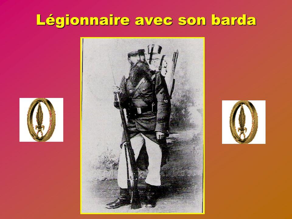Anciens uniformes au musée de la Légion