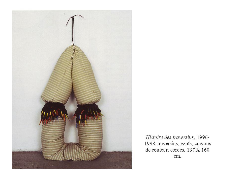 Histoire des traversins, 1996- 1998, traversins, gants, crayons de couleur, cordes, 137 X 160 cm.