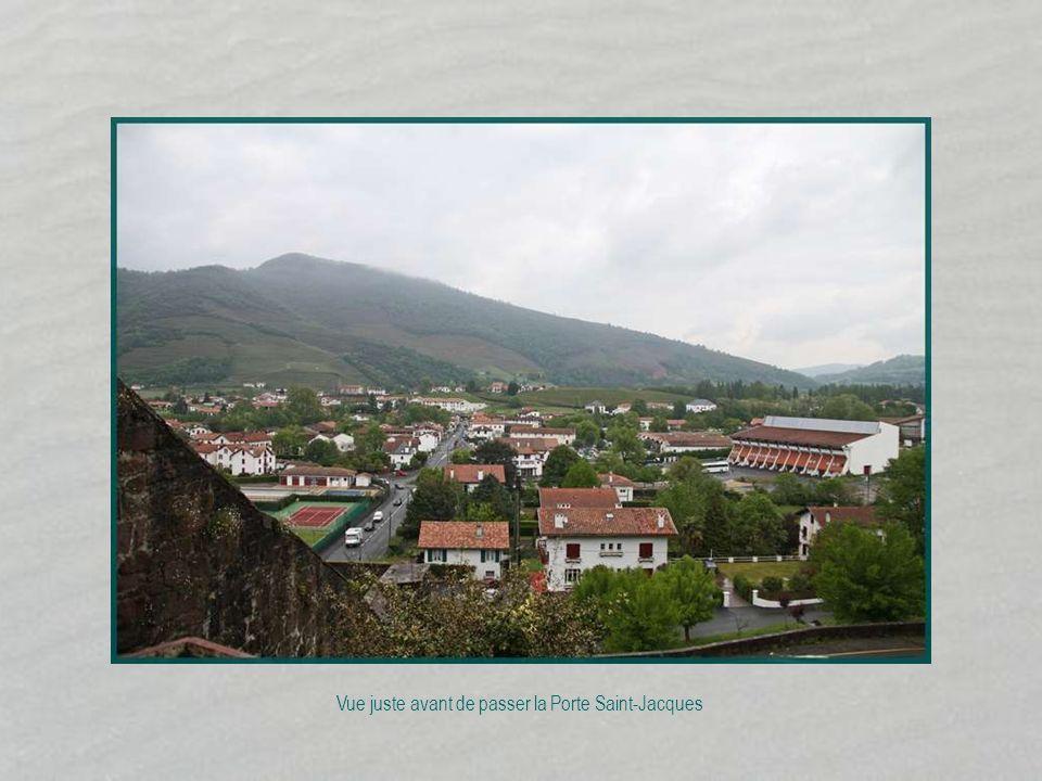 Une cité médiévale au cœur du pays basque Département : Pyrénées Atlantique Région : Aquitaine Arrondissement : Bayonne Avancez manuellement France