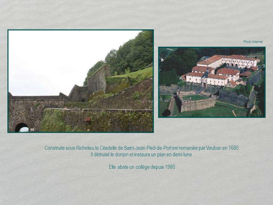 Construite sous Richelieu la Citadelle de Saint-Jean-Pied-de-Port est remaniée par Vauban en 1680.
