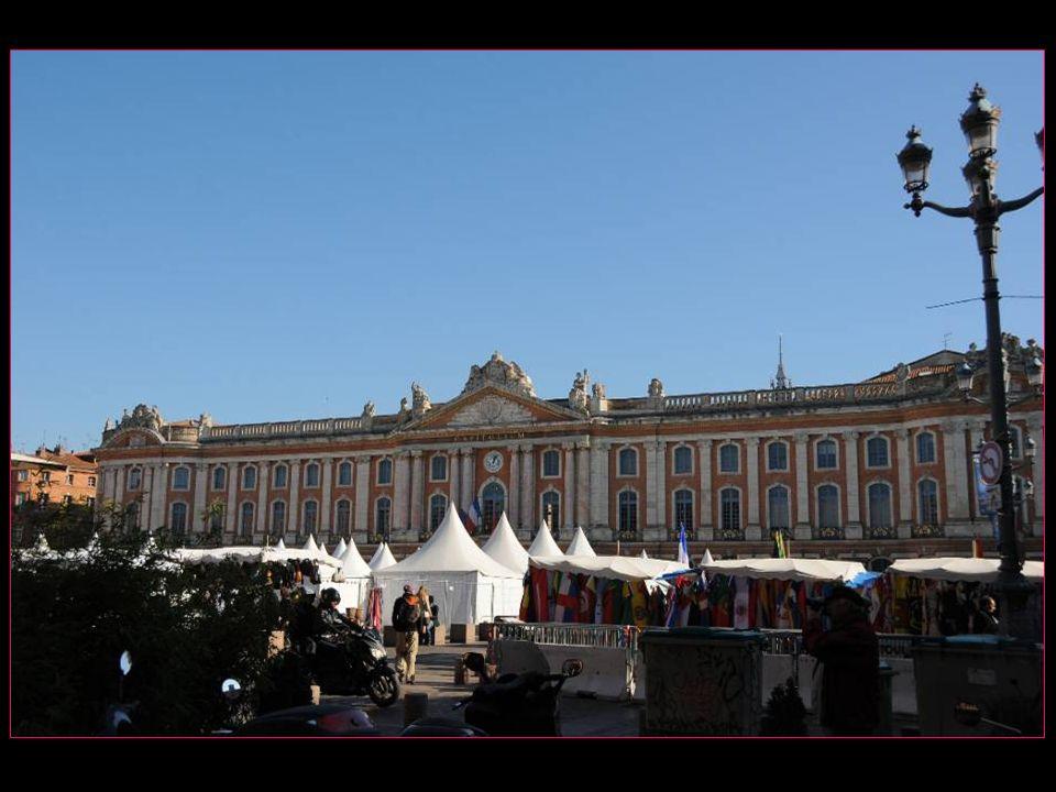 Le Capitole est un monument de la ville de Toulouse qui abrite aujourdhui la mairie et le théâtre du Capitole