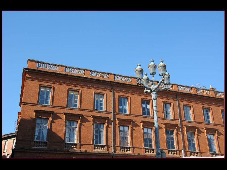 Toulouse en occitan Tolosa Chef-lieu du Département de Haute-Garonne et de la région Midi-Pyrénées Capitale de lOccitanie 440000 habitants aire urbain