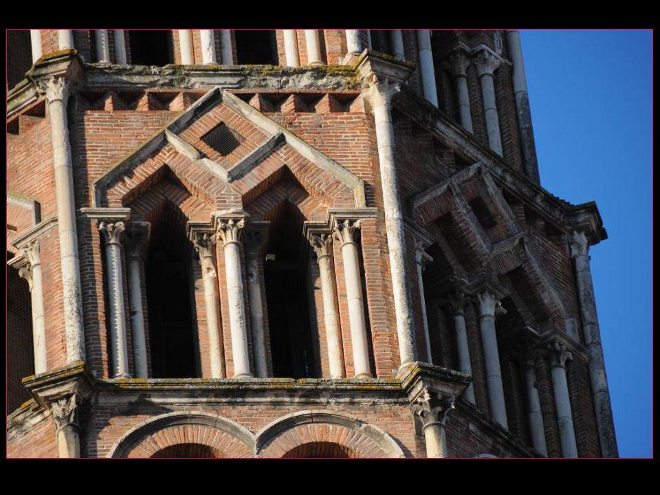A la porte de Miègeville, le tympan, XI et XII mes siècles, consacré à lAscension