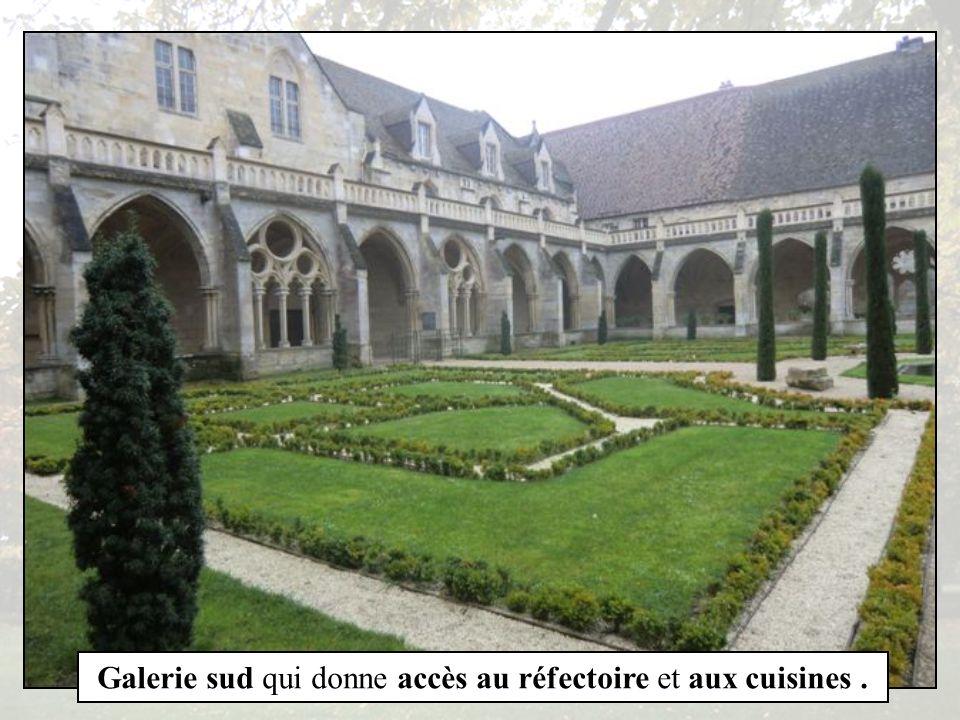 Galerie Ouest du cloître et bâtiment des convers.