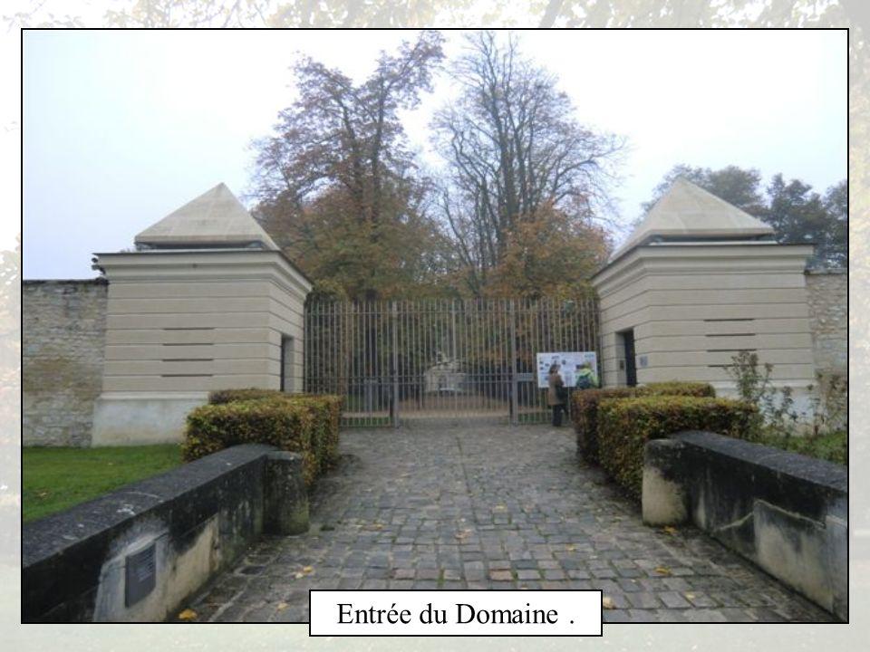 L Abbaye de ROYAUMONT est un ancien Monastère Cistercien situé à Baillon dans le Val dOise, construite entre 1228 et 1235 sous légide de Louis IX,Sain