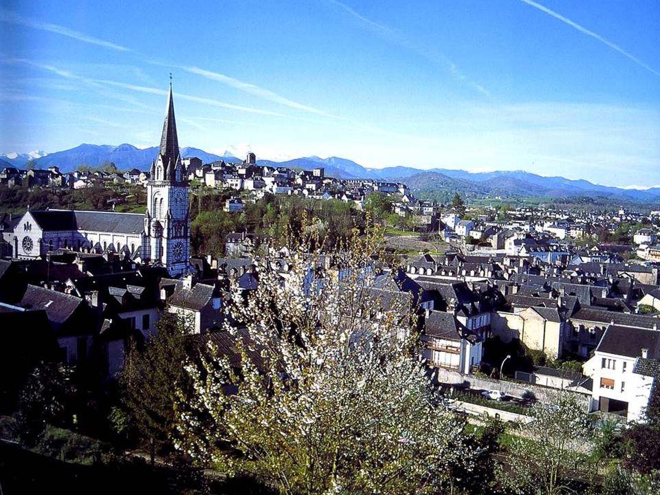 Léglise Notre-Dame, qui est dans le quartier… Notre-Dame, date de la deuxième moitié du 19° siècle. Elle est dûe à Monsieur Lafollye. Un nom pareil, c