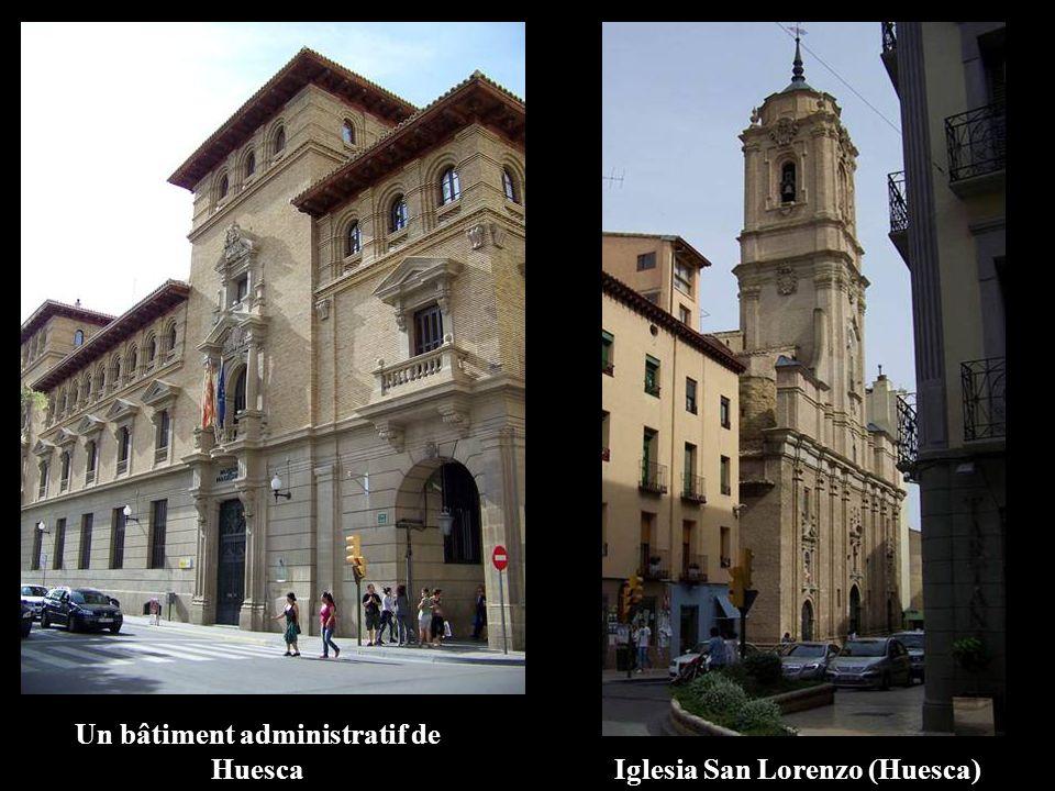 Un bâtiment administratif de Huesca Iglesia San Lorenzo (Huesca)