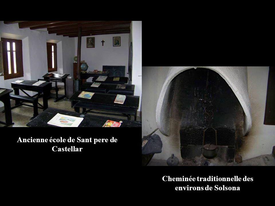 Ancienne école de Sant pere de Castellar Cheminée traditionnelle des environs de Solsona