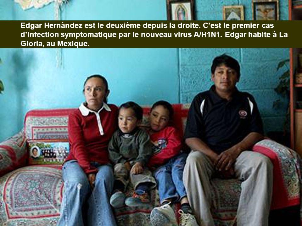 Edgar Hernàndez est le deuxième depuis la droite. Cest le premier cas dinfection symptomatique par le nouveau virus A/H1N1. Edgar habite à La Gloria,