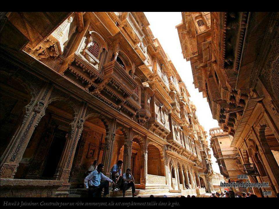 Jaisalmer.Homme Rajput Les Rajputs sont un clan de la caste des Chatrías, caste des guerriers.