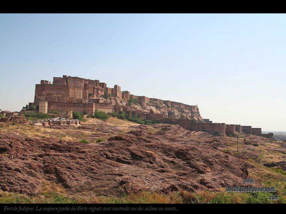 Les dunes de Khuri,. Une bonne partie du Rajasthan est occupée par le désert du Thar.