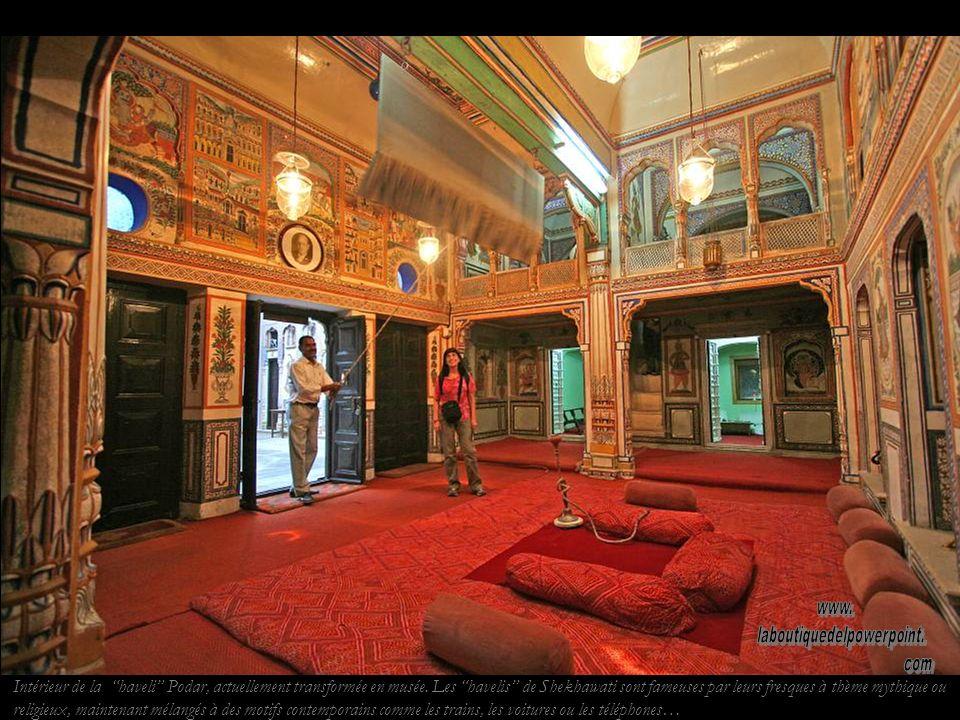 Haveli Podar à Nawalgarh. Les havelis peintes de la région du Rajasthan sont des maisons de riches commerçants de la route de la soie.