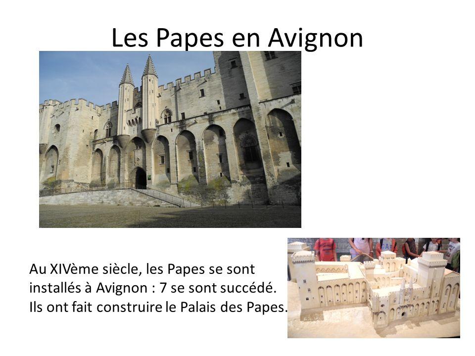Les Papes en Avignon Au XIVème siècle, les Papes se sont installés à Avignon : 7 se sont succédé. Ils ont fait construire le Palais des Papes.