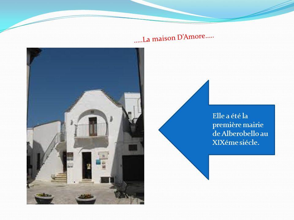 …..La maison DAmore….. Elle a été la première mairie de Alberobello au XIXéme siécle.