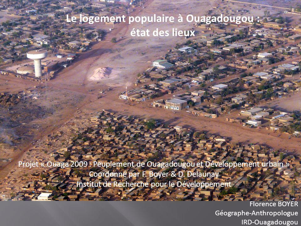 Quelques éléments contextuels sur la ville de Ouagadougou Une population de 2 millions dhabitants en 2009 Une surface urbanisée de 268,3 km² (doublement de la surface de la ville en 10 ans) 24% de la surface urbanisée est occupée par des quartiers non-lotis, soit 33,5% de la population totale Une densité de 73,8 habitants/ha, mais qui sélève à 101,7 habitants/ha dans les quartiers non-lotis et 64,9 habitants/ha dans les quartiers lotis 90% des logements sont autoconstruits