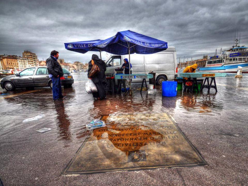 A Marseille, il fait toujours bleu… Cest pas tout à fait la franche vérité… ça mouille comme partout ailleurs mais moins souvent et surtout, on fait d