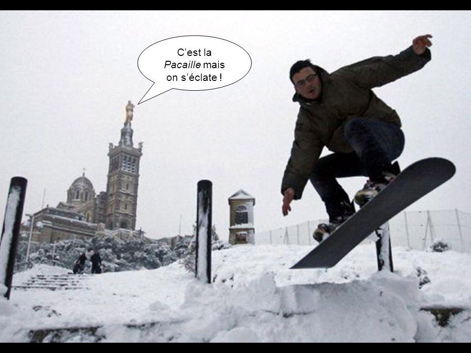 A Marseille, il ne neige JAMAIS ! La preuve, jsuis en T-shirt ! Cest la Pacaille mais on séclate !
