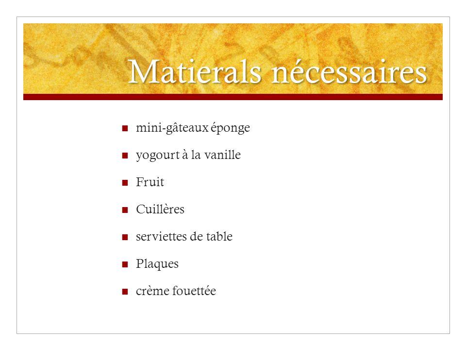 Matierals nécessaires mini-gâteaux éponge yogourt à la vanille Fruit Cuillères serviettes de table Plaques crème fouettée