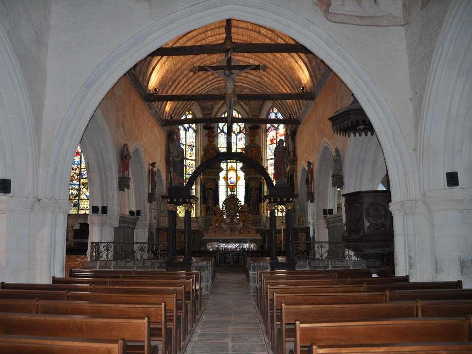 Décidément, le rappel de la condition mortelle de l'homme était omniprésent à l'entrée de cette église. Mais admirez la finesse des sculptures de la v
