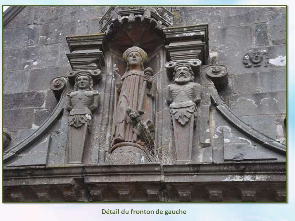 Le porche a toujours beaucoup d'importance, par son volume et ses sculptures. Car là commence la catéchèse.
