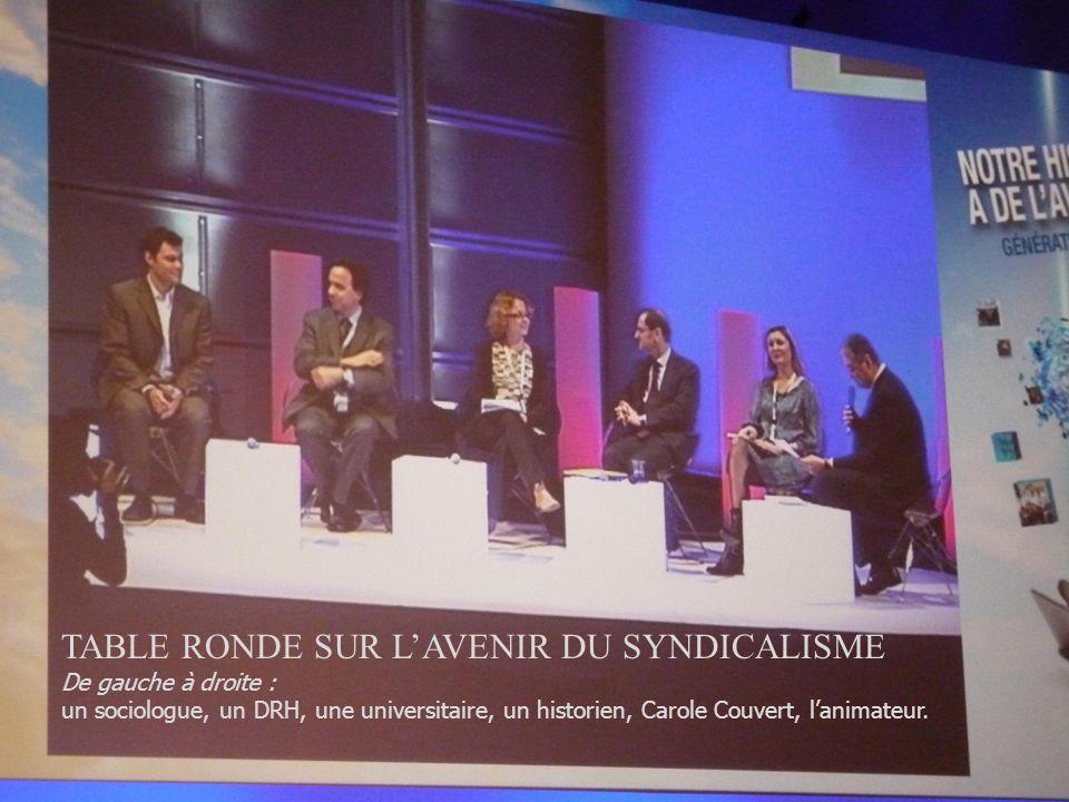 Au milieu, Xavier Darcos, ministre du travail Derrière lui, Bernard Van Crayenest