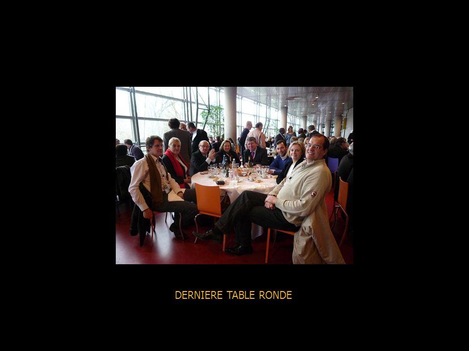 TABLE RONDE SUR LAVENIR DU SYNDICALISME De gauche à droite : un sociologue, un DRH, une universitaire, un historien, Carole Couvert, lanimateur.
