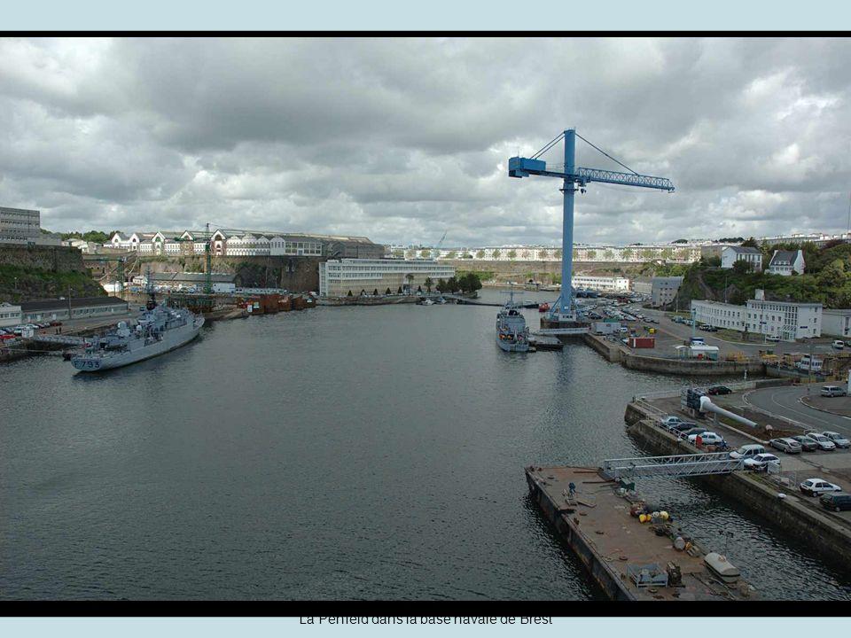 Brest –Vue sur le viaduc de la grue revolver, en prolongement des ateliers du plateau des Capucins.