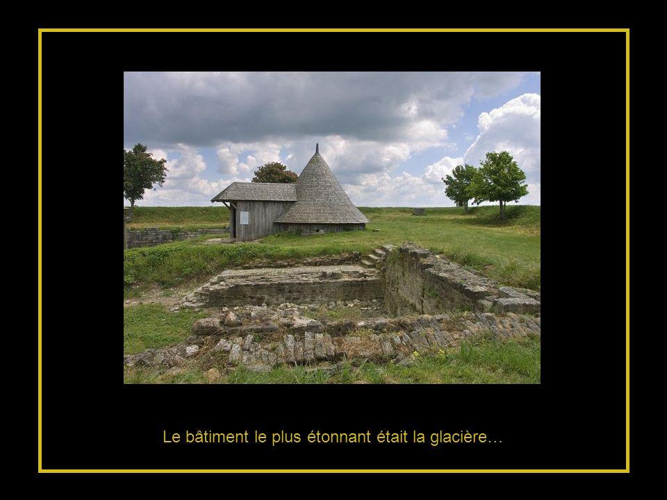 Dans la cité qui comptait 4.000 habitants : la poudrière Saint Luc > Larsenal… immense magasin à vivres… V