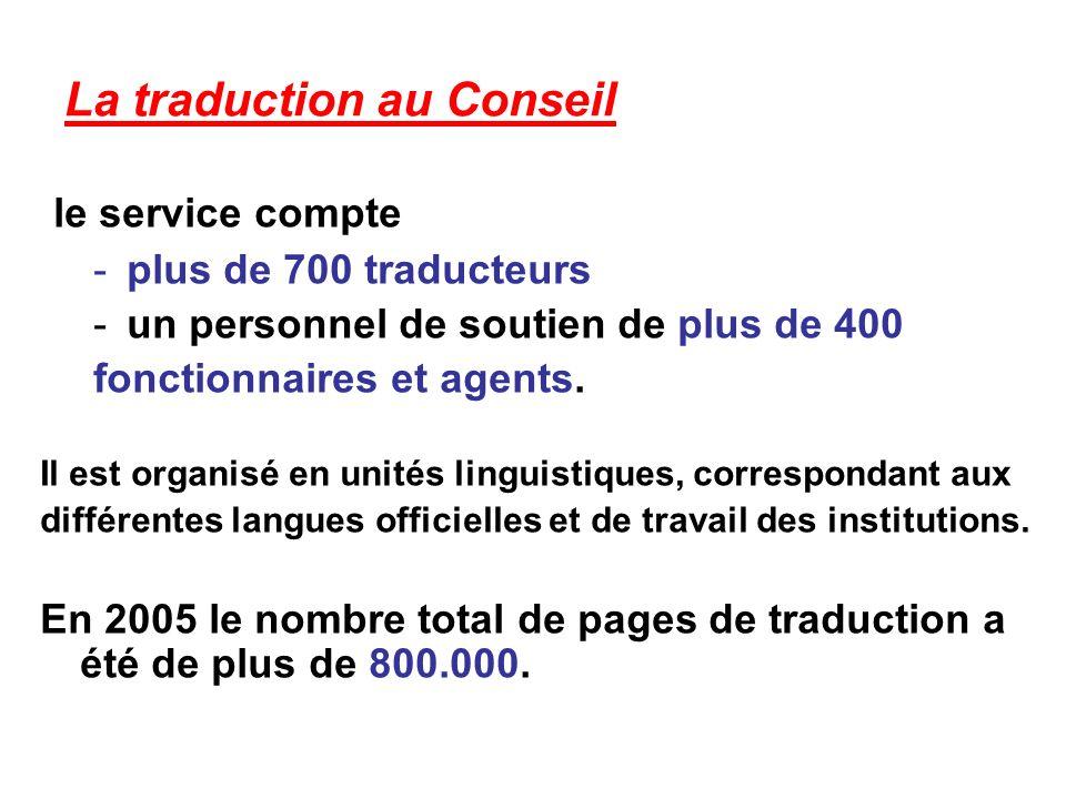 La traduction au Conseil le service compte -plus de 700 traducteurs -un personnel de soutien de plus de 400 fonctionnaires et agents.
