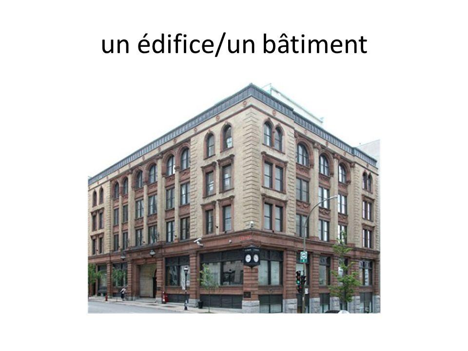 un édifice/un bâtiment
