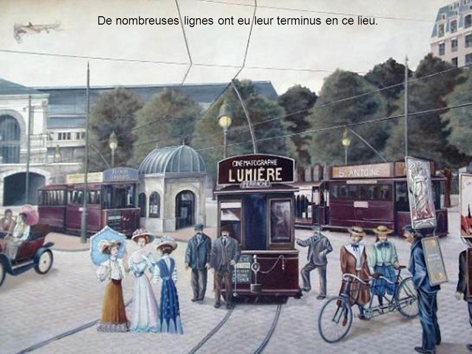 Du temps où lon jouait aux boules et où lon pouvait boire un verre au « pied humide » devant la gare.
