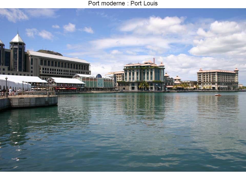 Port moderne : Port Louis