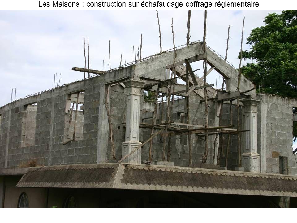 Les Maisons : construction sur échafaudage coffrage réglementaire