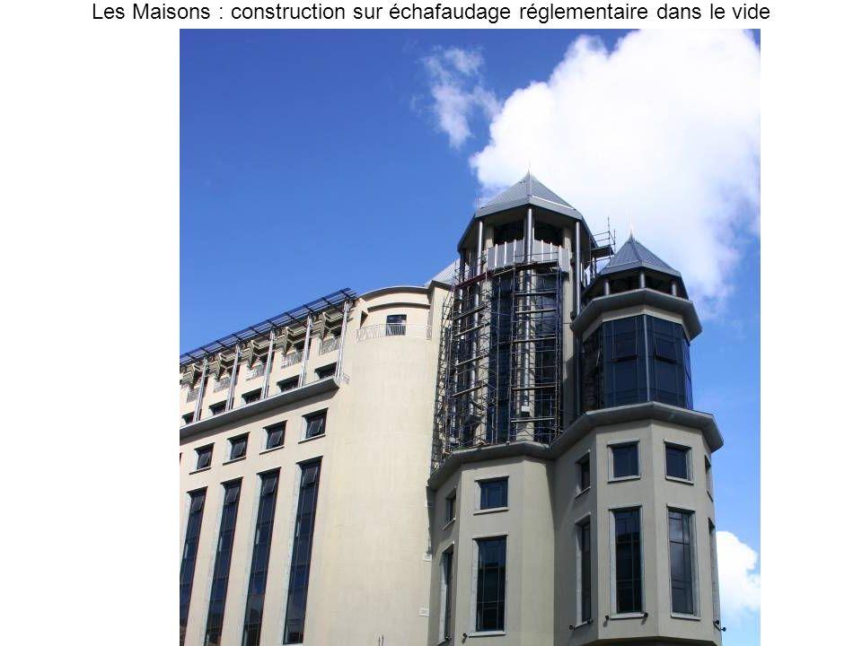 Les Maisons : construction sur échafaudage réglementaire dans le vide