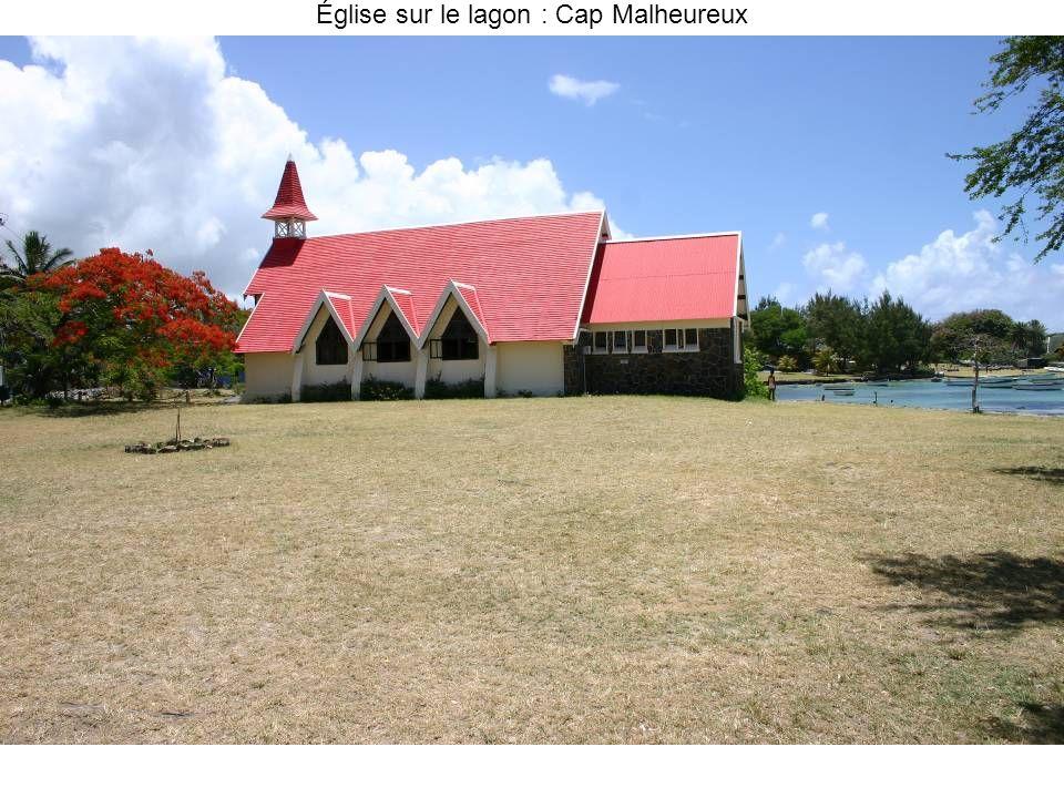Église sur le lagon : Cap Malheureux