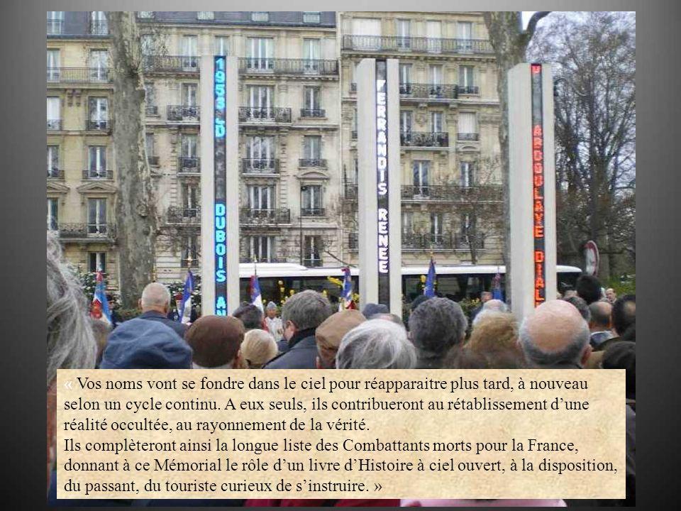 La colonne centrale, consacrée aux victimes civiles, est dévoilée par Alexandra et Frédéric, neveux de Renée Ferrandis, tombée à lâge de 22 ans, le 26 mars 1962.